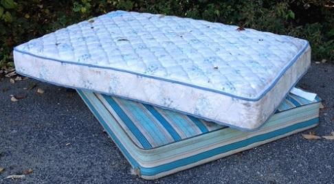 bed mattress box spring pickup removal disposal service santa rosa 707 922 5654. Black Bedroom Furniture Sets. Home Design Ideas